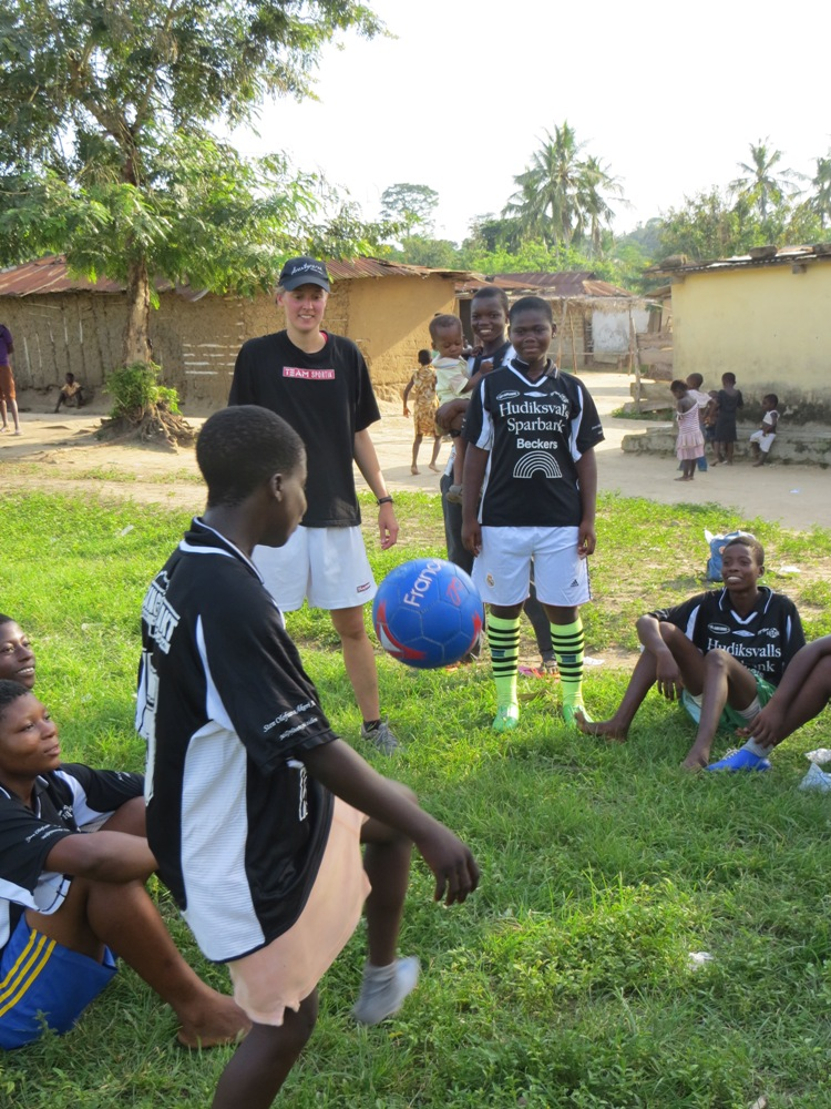 Volunteer for PoD's new community football team in Ghana