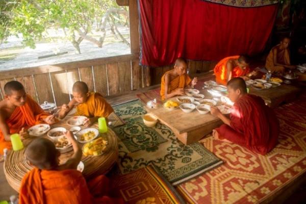 Buddhist monks (by Mott Visuals)